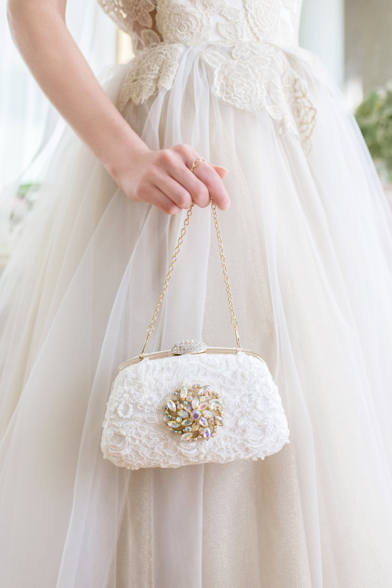 Carry all your essentials on your wedding day in a beautiful bridal clutch designed with a vintage jewel.
