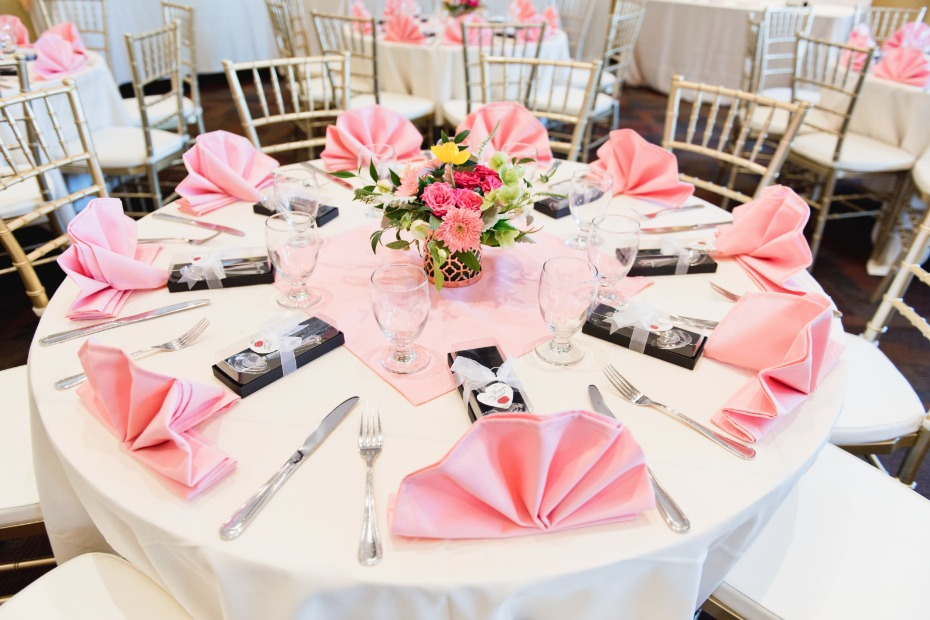 glam pink wedding table decor