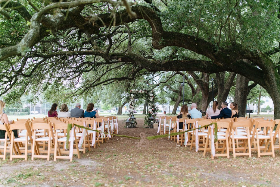 Simple and chic park ceremony