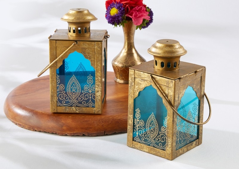 💙 Guests will positively light up when they see these beautiful Indian Jewel Sapphire Blue Lanterns on tables at your Indian themed