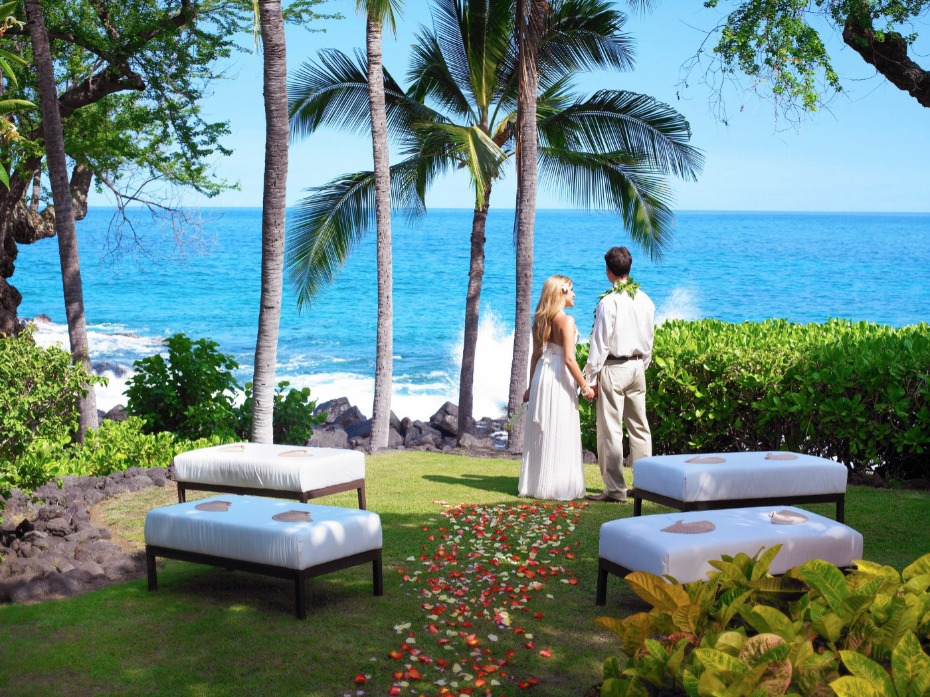 travel to Hawaii for your destination wedding at the Sheraton Kona Resort & Spa