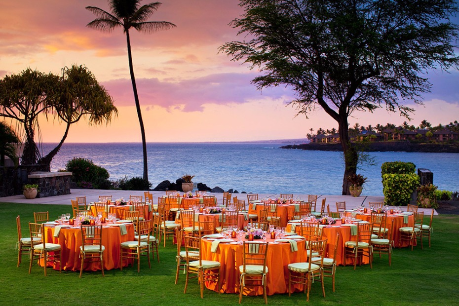 beach front wedding reception at the Sheraton Kona Resort & Spa