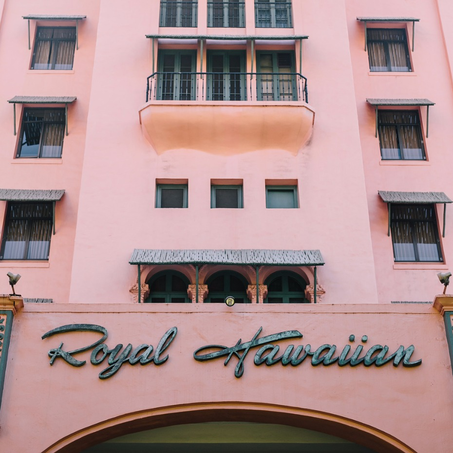 The Royal Hawaiian is the pinkest place you can get married