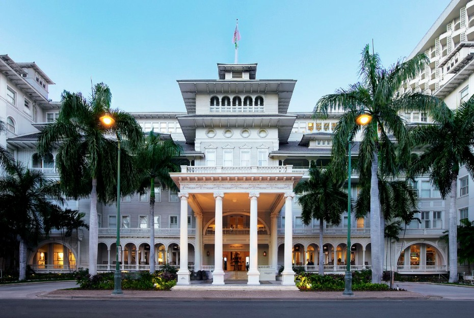 elegant wedding venue to get married in Hawaii. The Moana Surfrider