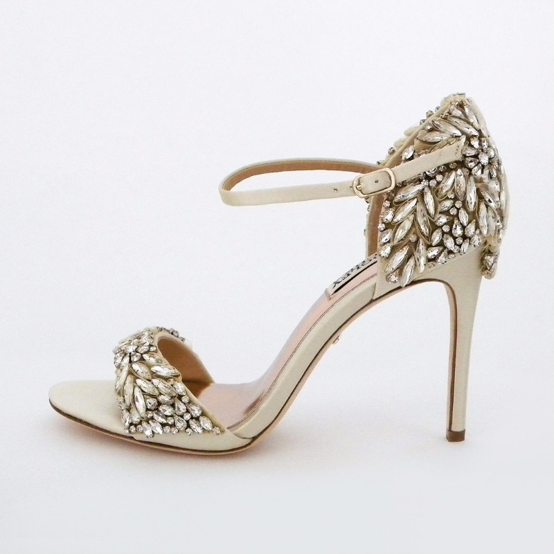 Badgley Mischka Tampa is now available in ivory! Bridal sandals with major sparkle that elevate the glam factor.
