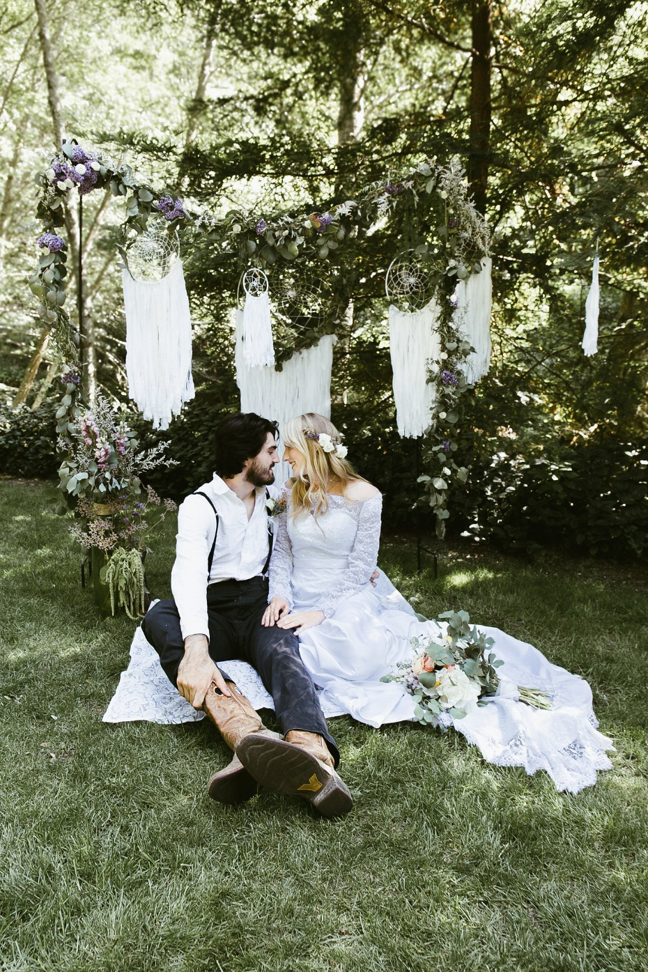 Boho ceremony idea with dreamcatchers