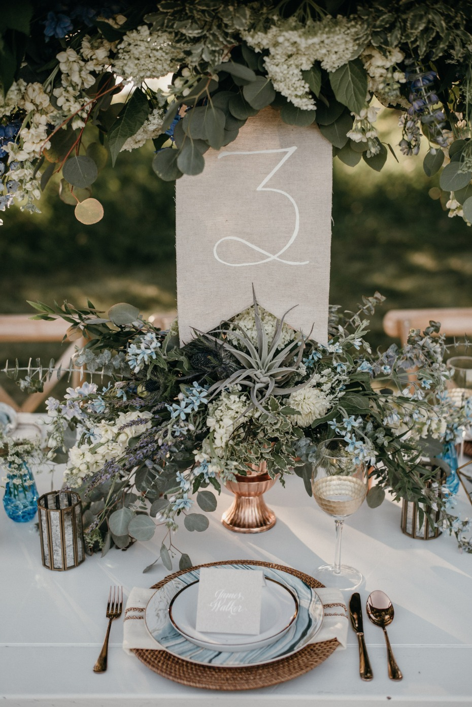 Beautiful table decor in blue, gold and white
