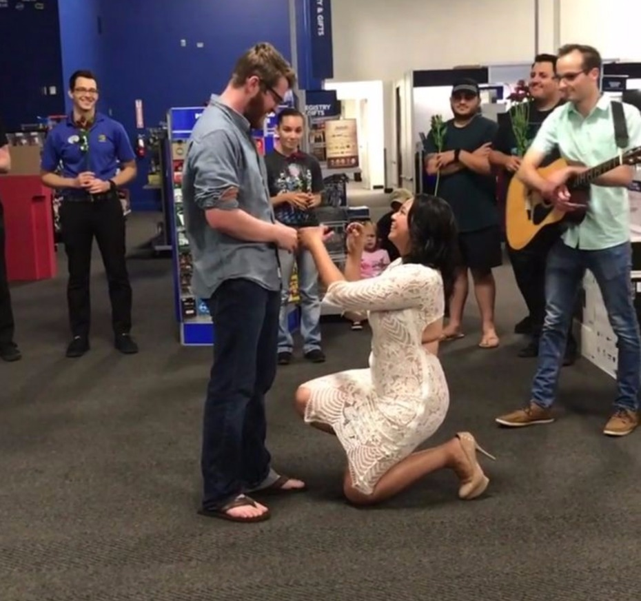 See This Girl Propose To Her Man With A Jewelry By Johan Ring