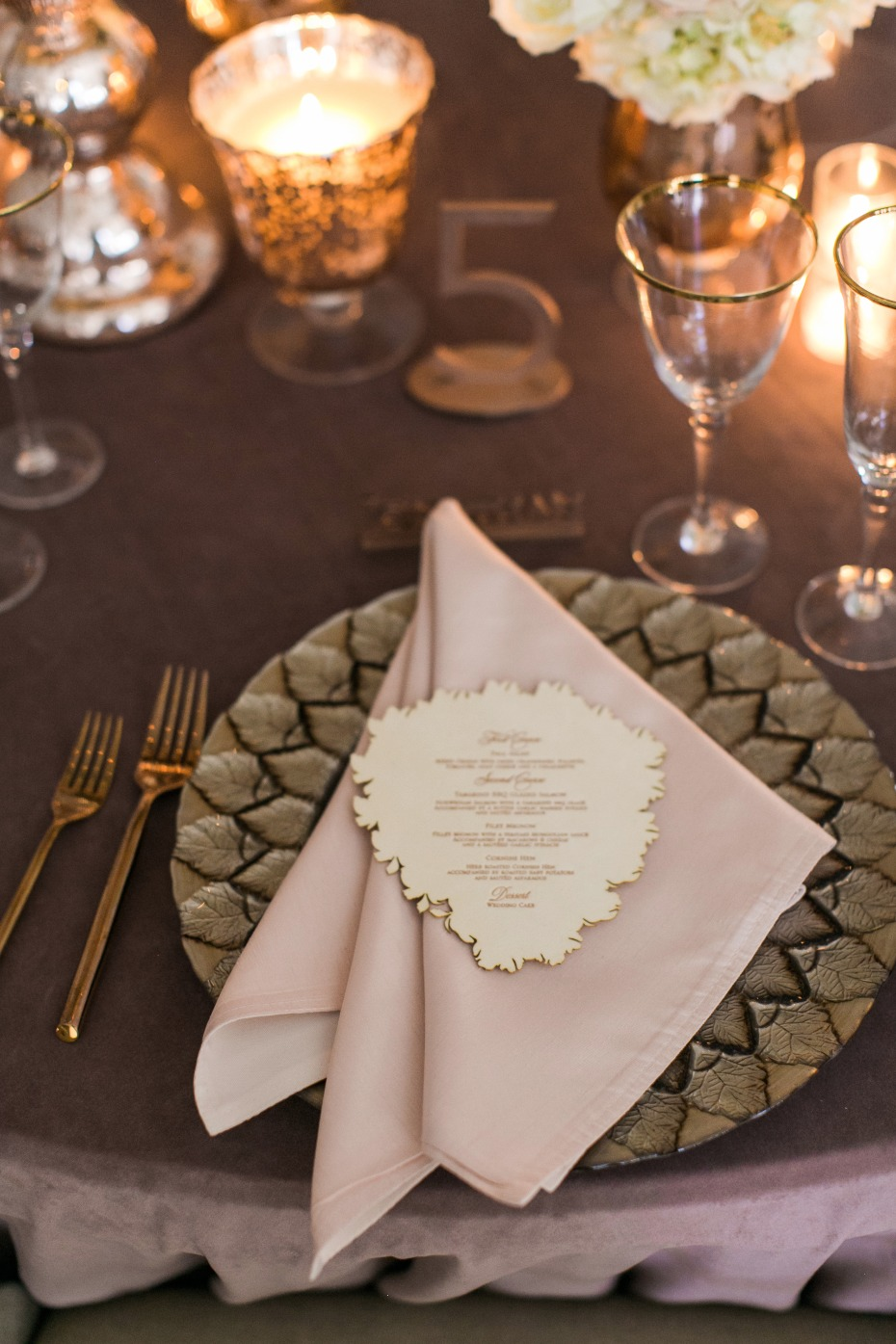 copper gold and dusty plum wedding table