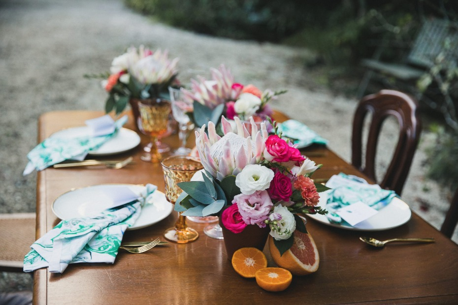 tropical themed wedding table decor