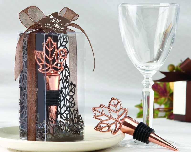 🍁 Bring the beautiful leaves of fall to your wedding and give this bottle stopper as a favor!