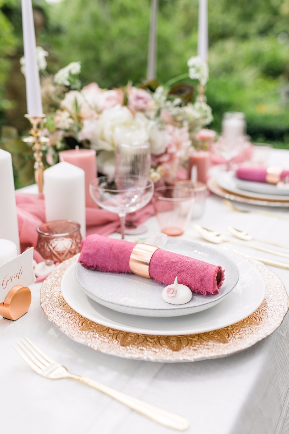 Pink and gold table details