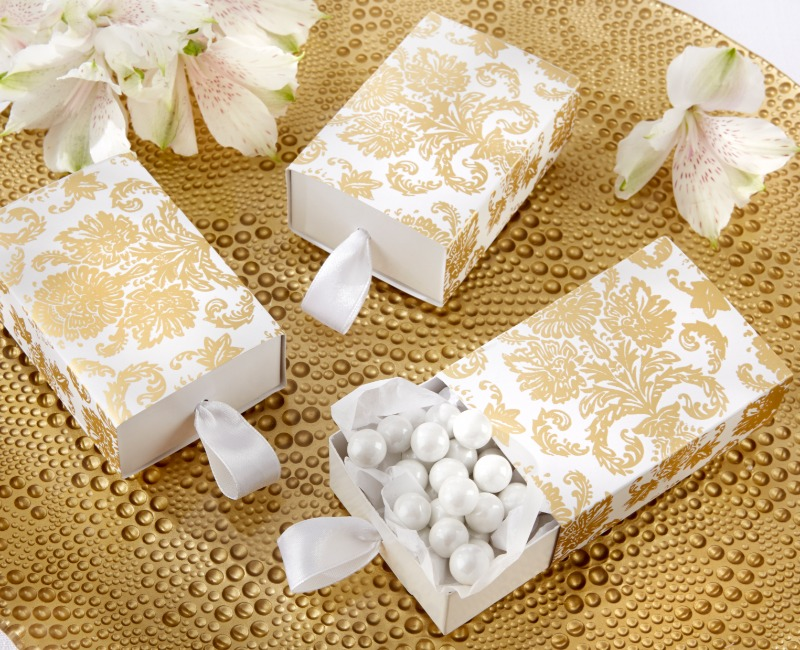 Give your guests the gift of old-world charm. The gold damask design on these elegant white favor boxes evoke the beauty of a vanished