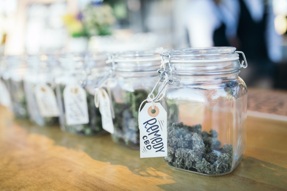 Cannabis bar for your 420 friendly wedding