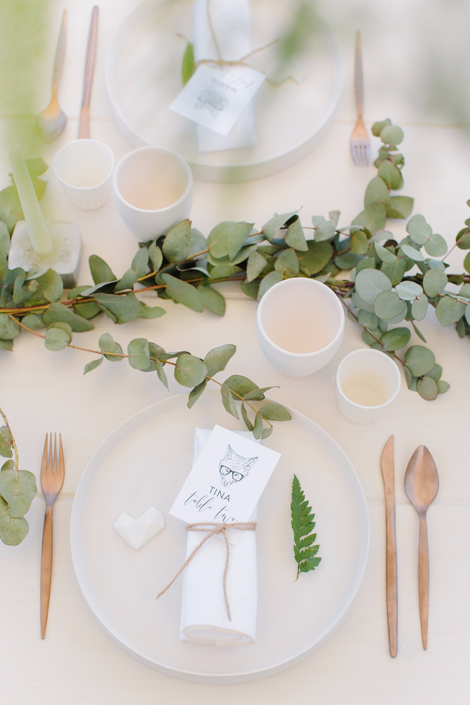 Green, white and copper table decor