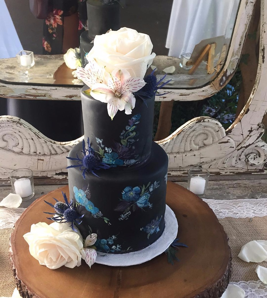 Black wedding cake ideas.