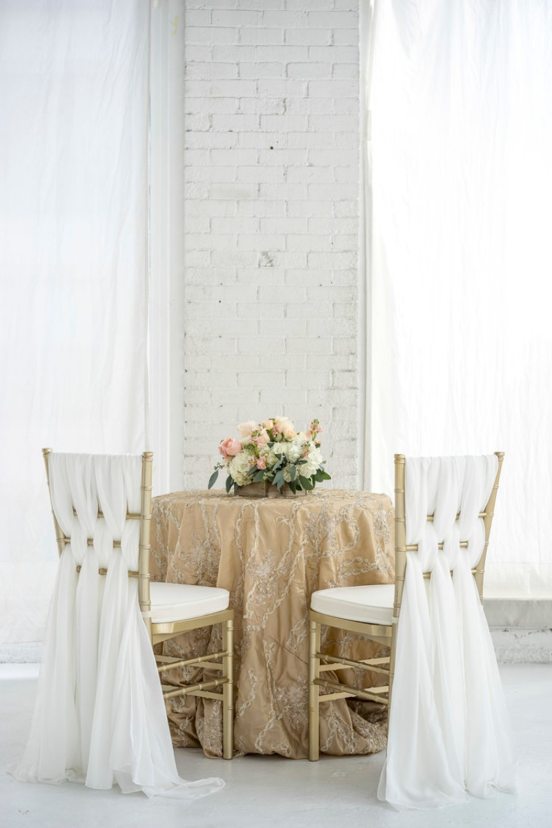 These Romantic Weaved Chiffon Chair Sash Sets are weaved on a chiavari chair for this gorgeous look. Shown with our Annalynn linen