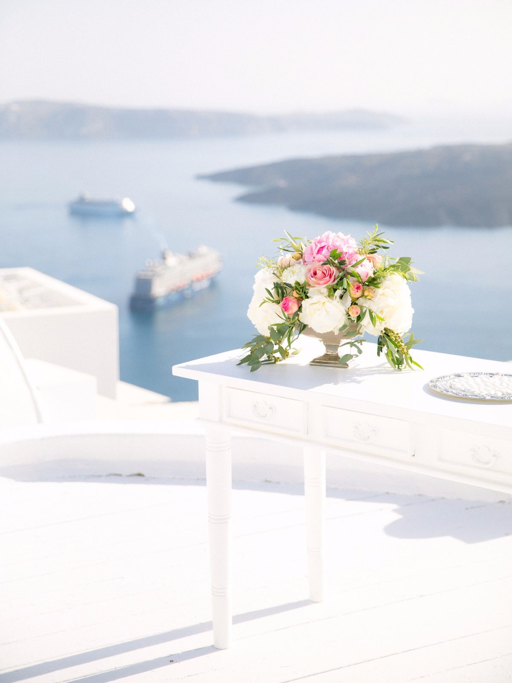 Elegant elopement in Santorini