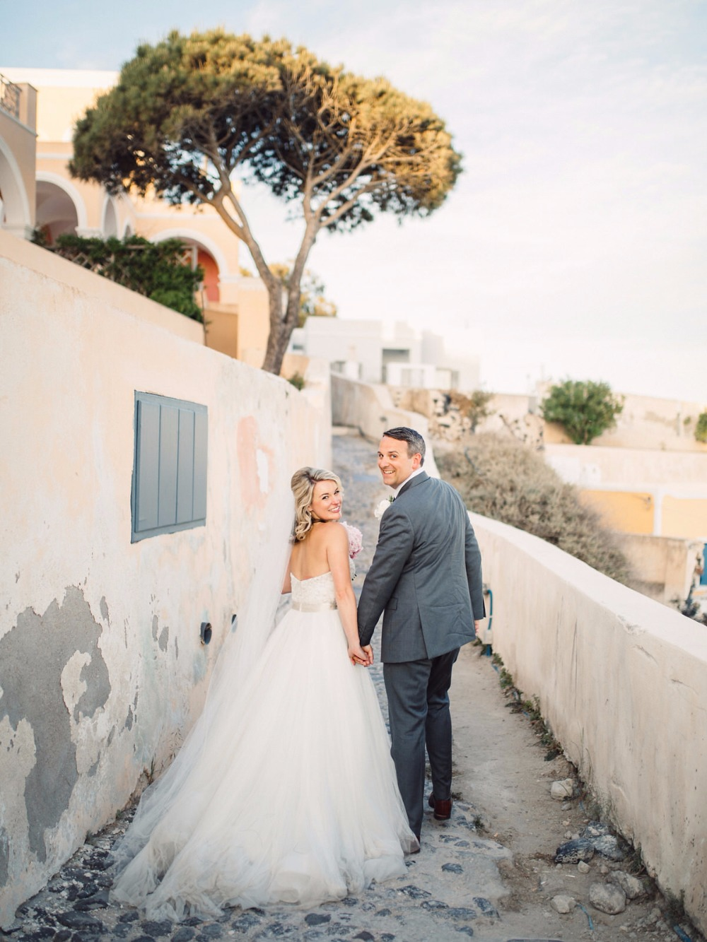 Dreamy elopement in Santorini
