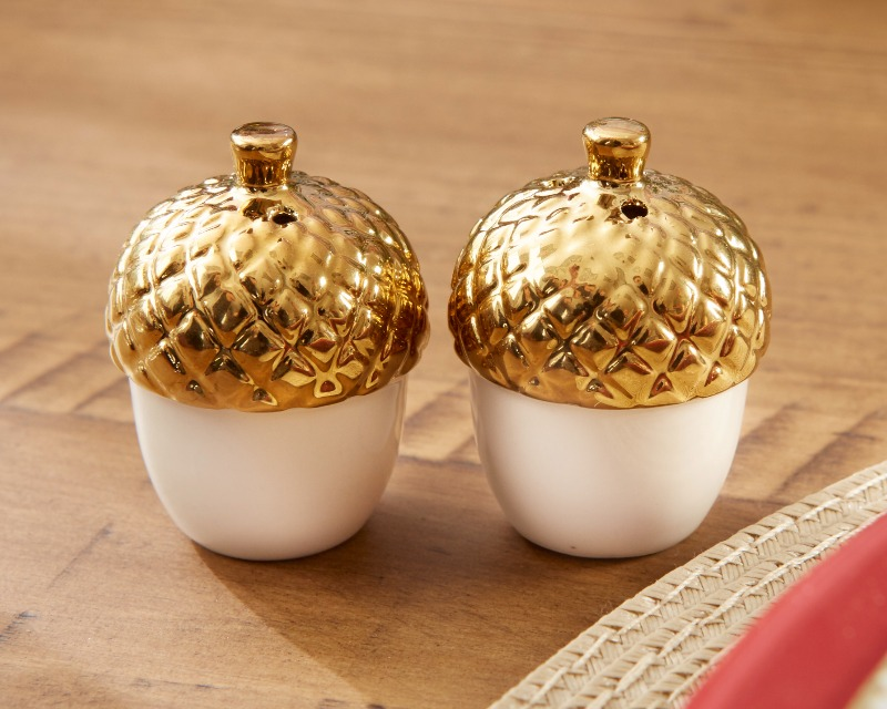 These little acorn salt + pepper shakers make beautiful additions to fall engagement parties, bridesmaid dinners, wedding receptions
