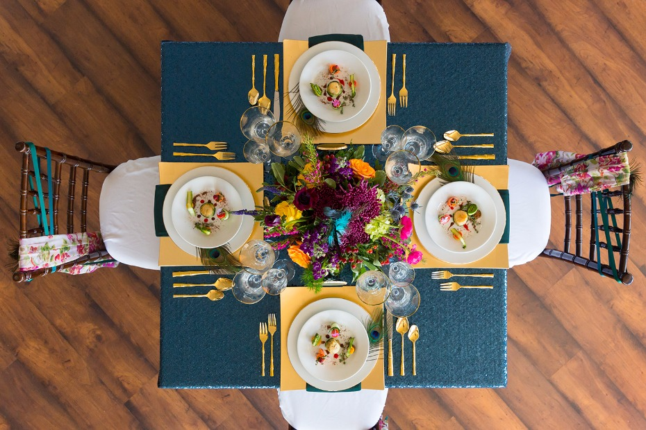 Blue and gold table decor