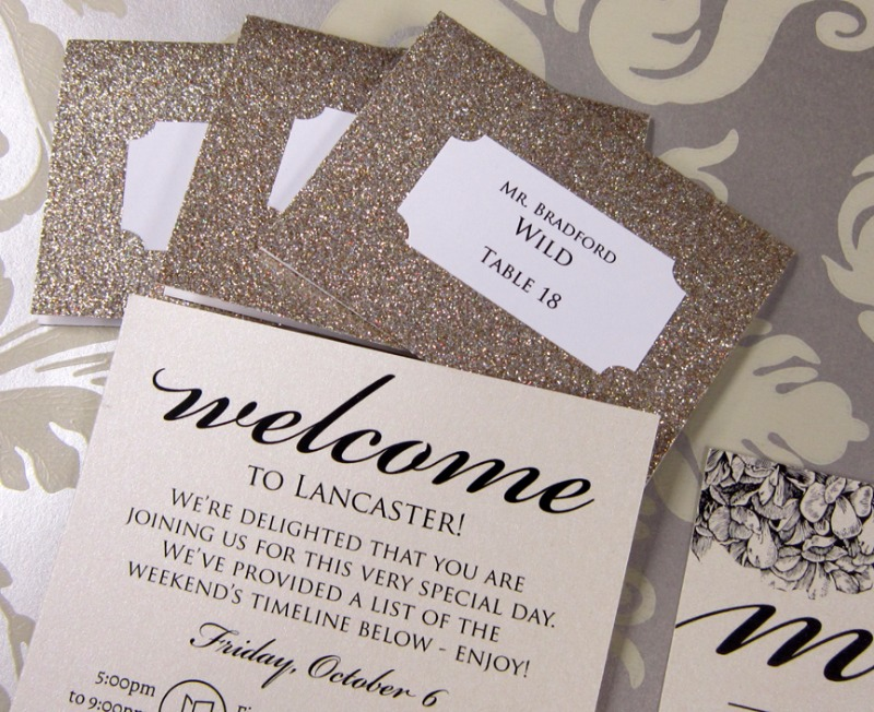 Can't get enough of these gold glitter place cards and matching itinerary sheets by Persnickety Invitation Studio!
