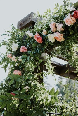 8 Ways To Use Romance & Roses On Your Wedding Day