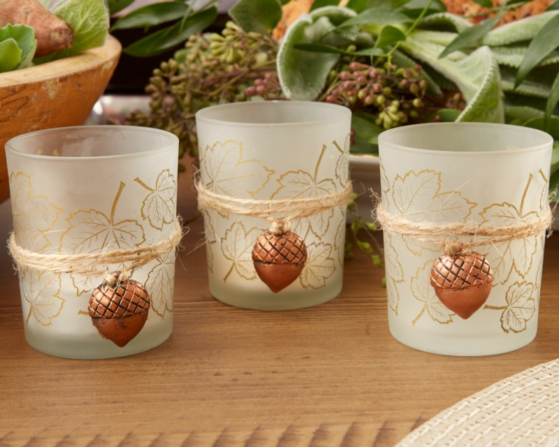 🍁 These Leaf Print Tea Light Holders with Copper Acorn Charms are perfect for your fall wedding tables!