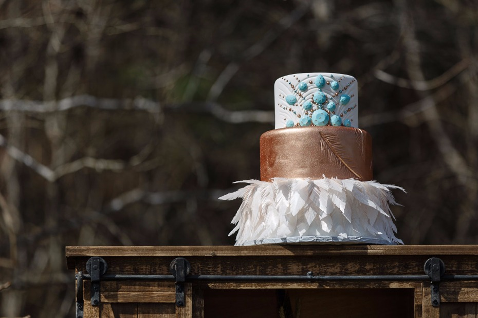 wedding cake with jade and faux feathers