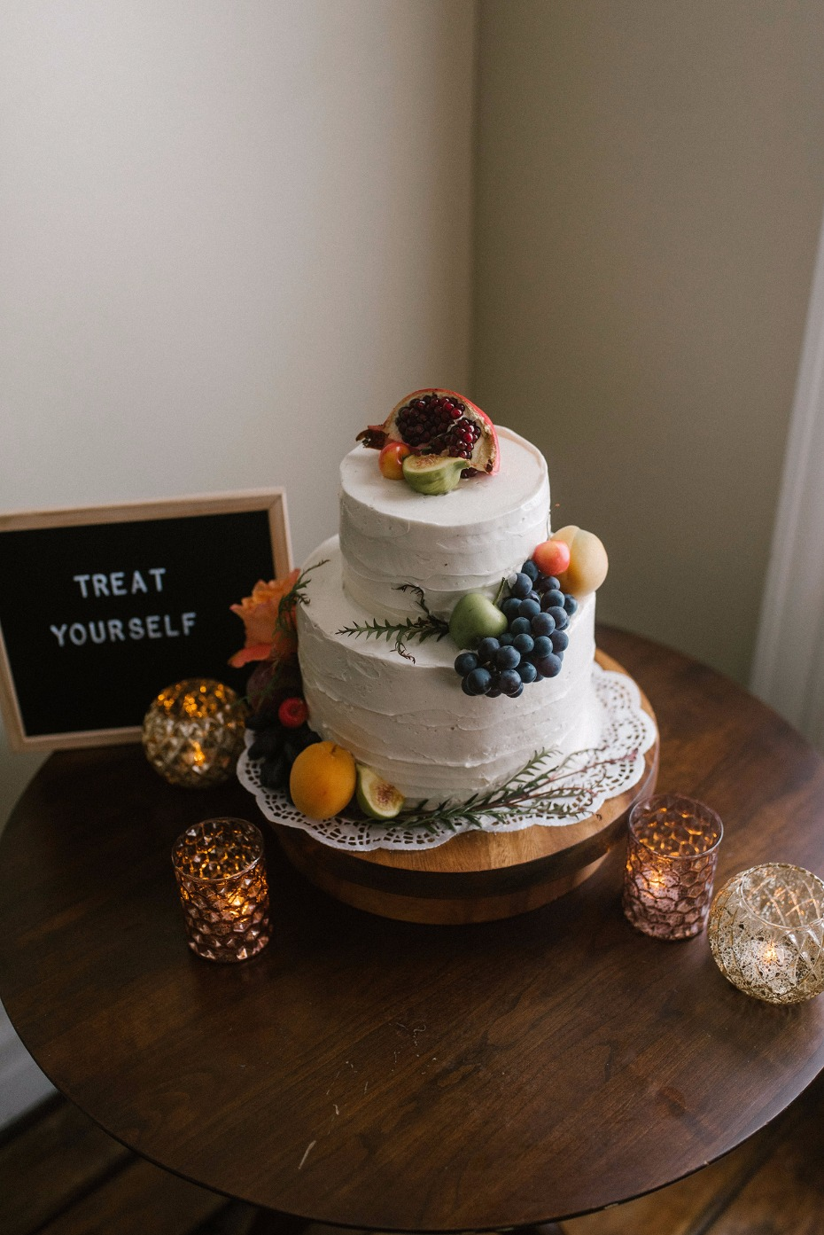Simple white cake with fruit