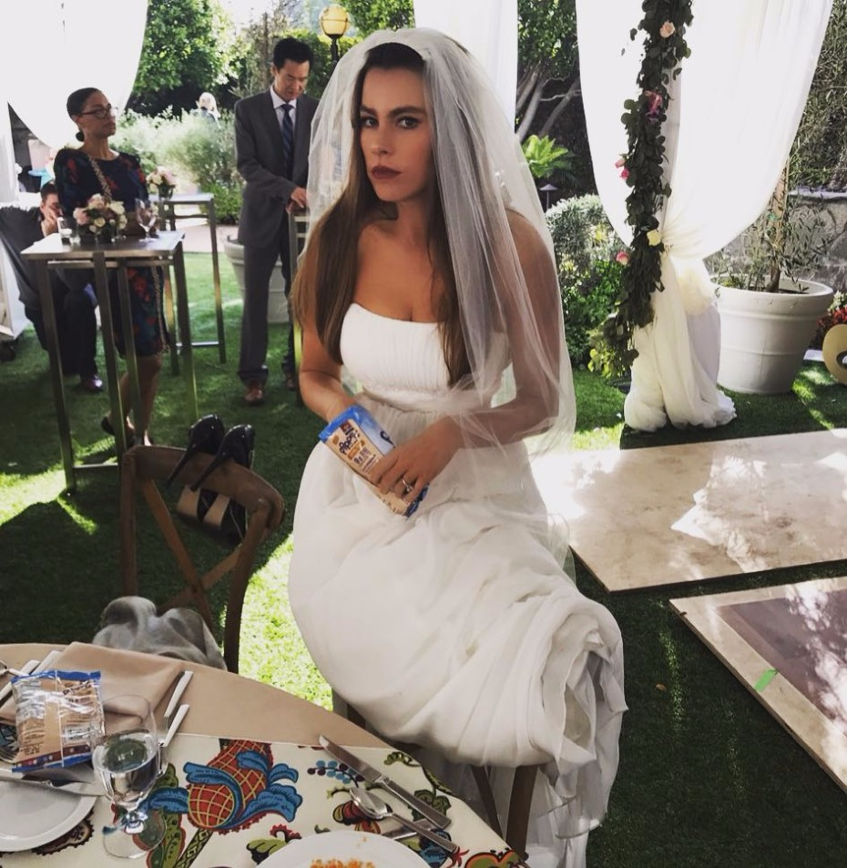 Sofia Vergara Just Approved Snacking at the Wedding