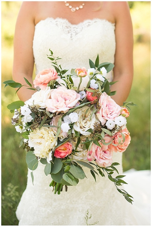 Bridal bouquet inspiration on this beautiful Monday morning! This backyard wedding stunned with their beautiful color palette of pastel