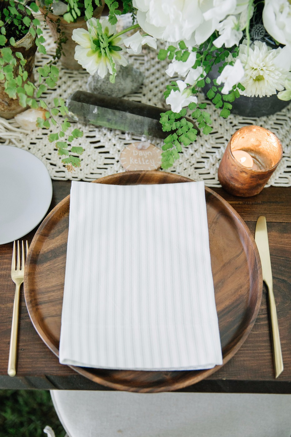 Wood plates and gold flatware