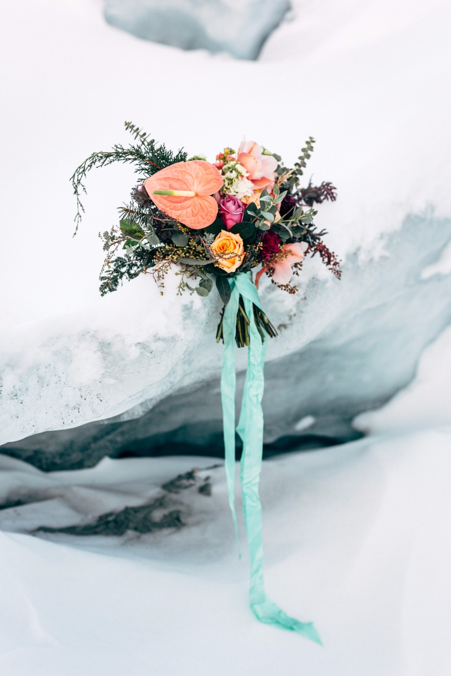 bright wedding flowers for your winter wedding