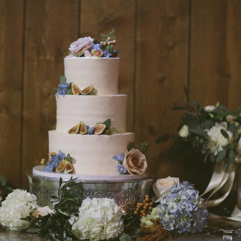We are absolutely obsessed with this cake. The simplicity of it keeps it down to earth but the beautiful periwinkle and blush tones