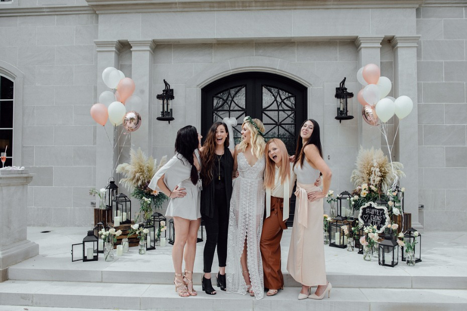 Kelsea Ballerini's poolside bridal shower