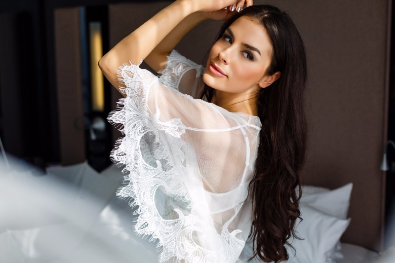The translucent bridal robe made of soft tulle and trimmed with Chantilly lace