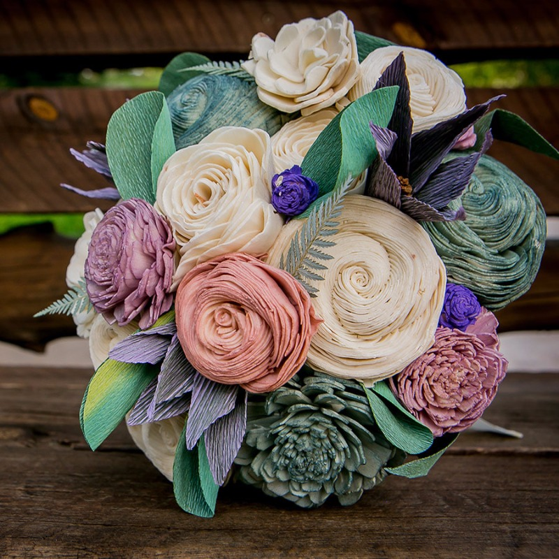 Wooden flowers? Definitely an 11 on the 1-10 creativity scale. Sweetly Paired Instagram @sweetlypaired