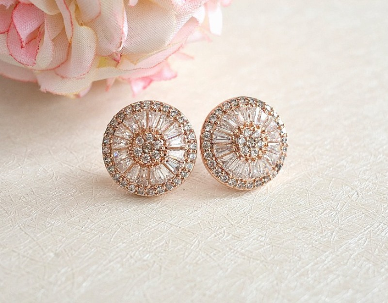 These statement rose gold stud earrings feature sparkly cubic zirconia crystals encrusted in an intricate art deco design.