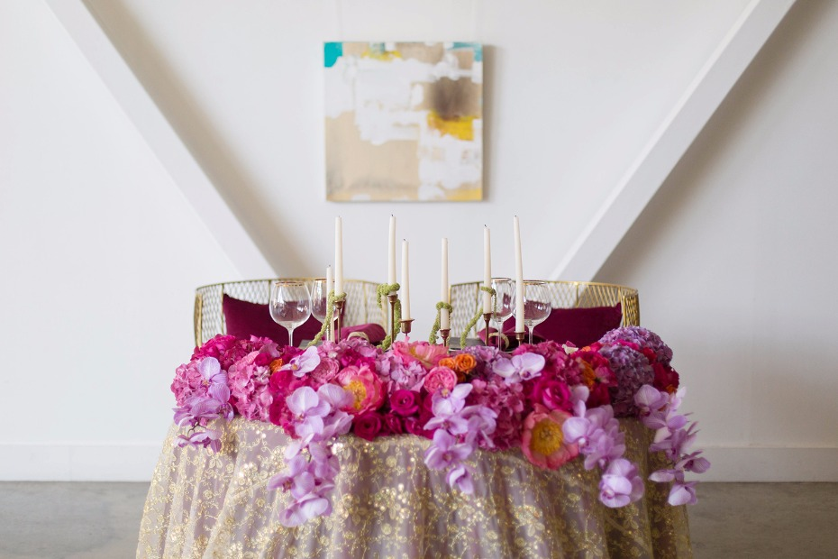 Beautiful and vibrant sweetheart table