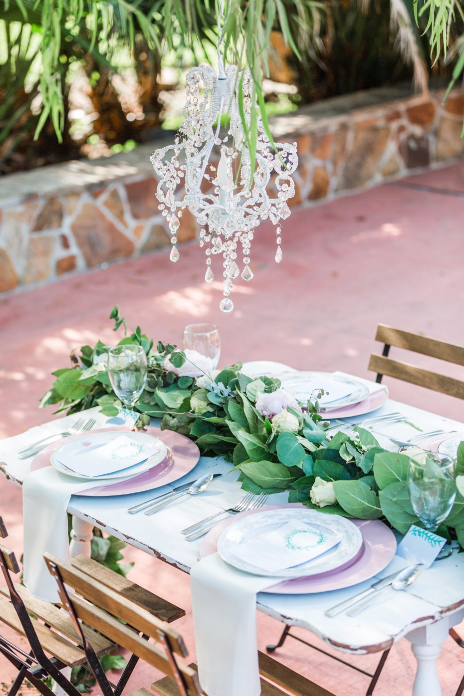 elegant blue and pink wedding table decor