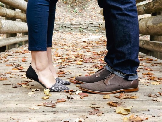 25 Fall Engagement Photos That Give Us All The Feels