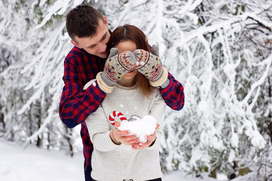 5 Ways to Hang During the Holidays When You're Single