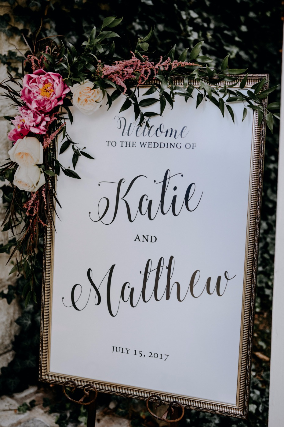 Chic welcome wedding sign