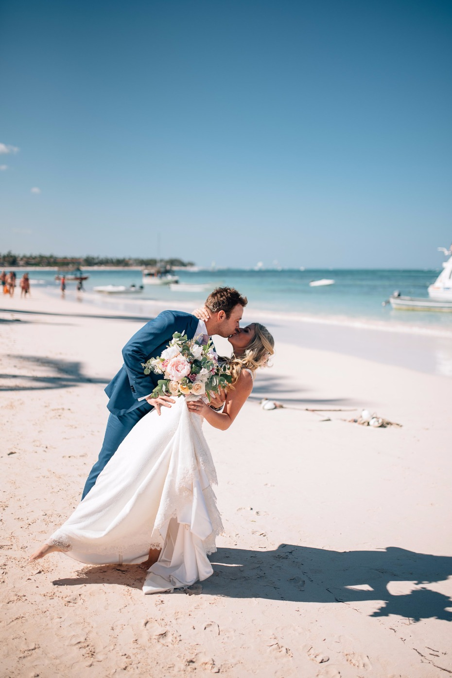 beach dip and kiss wedding photo pose
