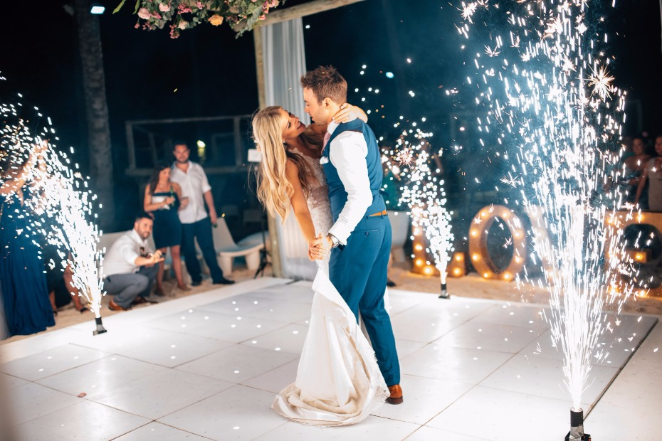 sparkler first dance makes for a dramatic way to dance to your favorite song