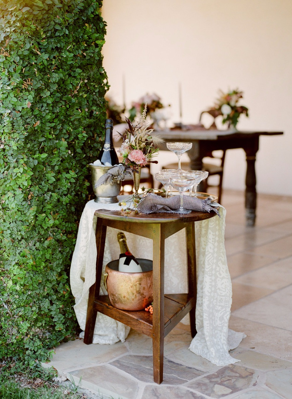 small and simple floral decor through out your wedding day