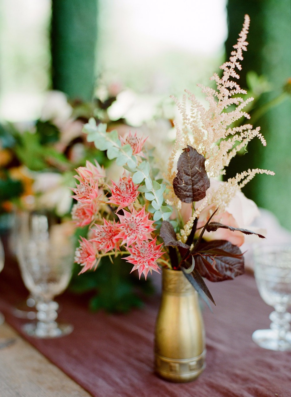 gold and minimal fall floral decor