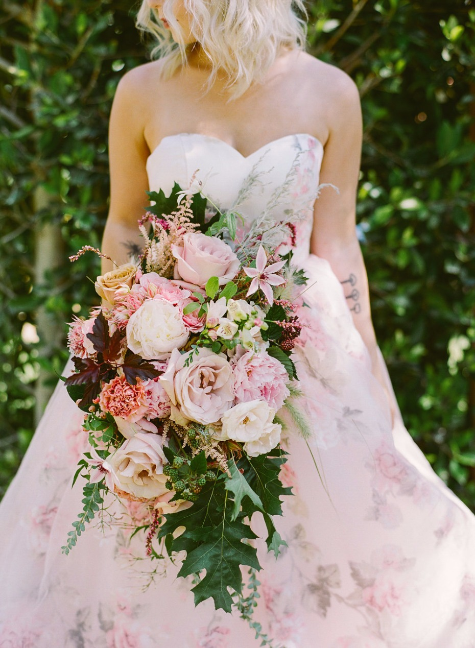 blush and burgundy wedding bouquet for your Fall wedding