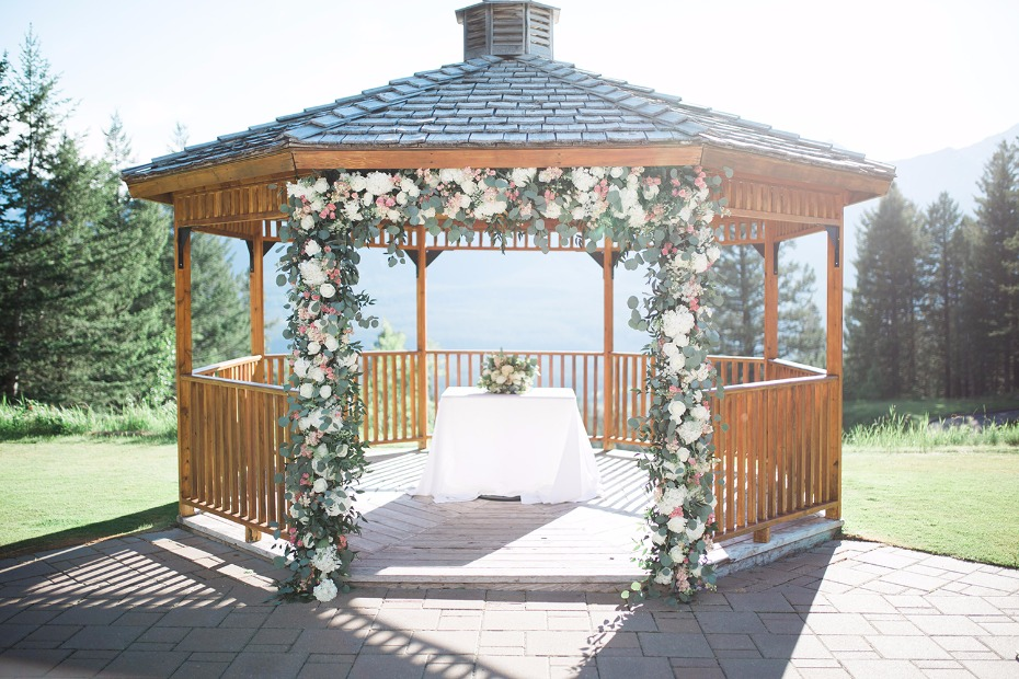 Pretty gazebo ceremony